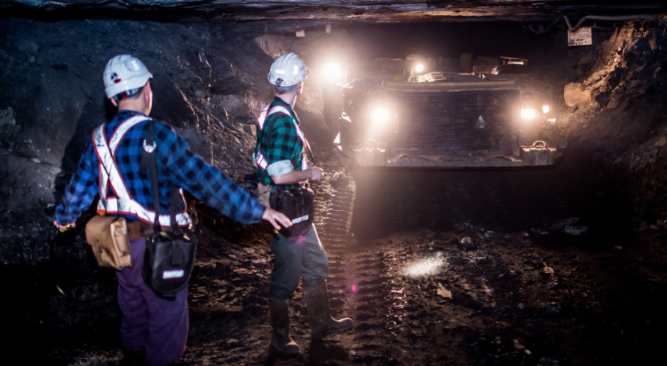Ratownik górniczy: w zasypanych wyrobiskach kopalni Rudna szczeliny były na niecały metr