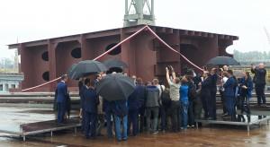 Ratowanie stoczni przez budowę promów skończyło się na zardzewiałej stępce