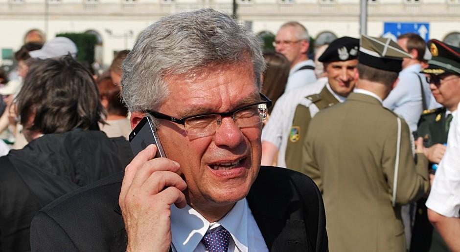 Stanisław Karczewski nazwał zniesienie limitu składek na ZUS strzałem w kolano