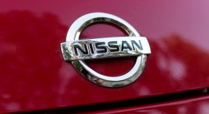 Nissan zarobi miliard euro na akcjach Daimlera