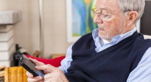 Niższy wiek emerytalny już obowiązuje. Polacy i tak chcą pracować dłużej