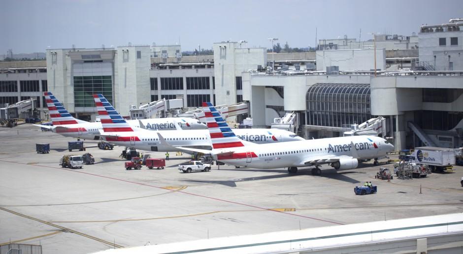Ponad 30 tys. pracowników linii lotniczych w USA na bezpłatnych urlopach