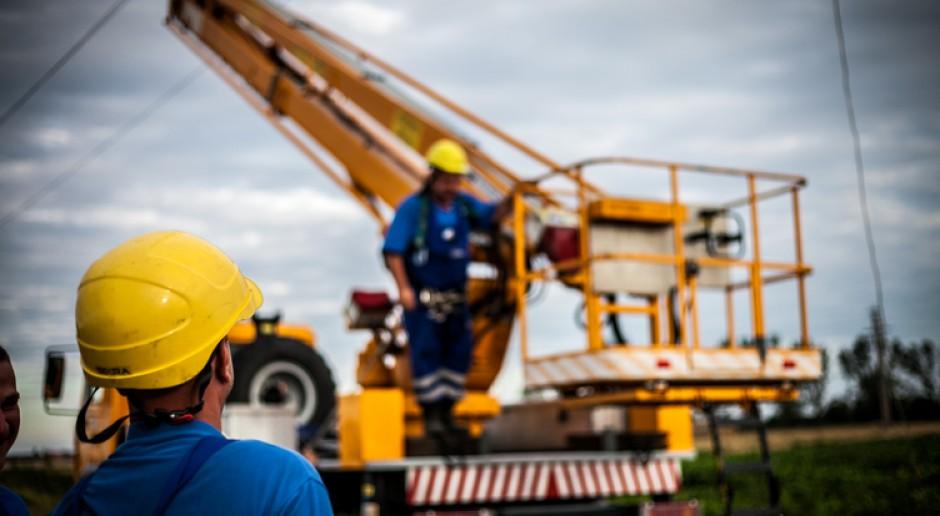Drony i śmigłowce pomagają energetykom Enei Operator
