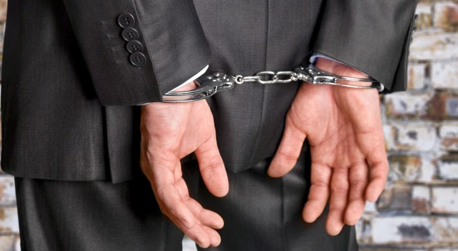 Prokuratura: zatrzymano 13 osób podejrzanych o oszustwa na kwotę 15 mln zł