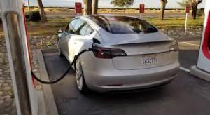 Tesla podzieli akcje, bo obecnie są zbyt drogie