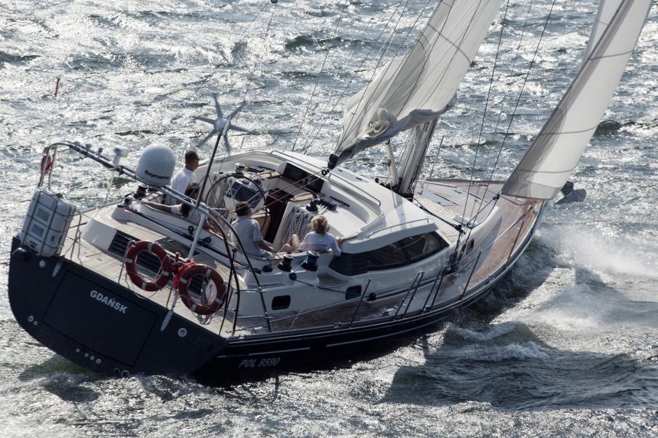 Jachty i łodzie motorowe to w zasadzie jednostki służące jedynie do celów rekreacyjnych lub sportowych. Jednak spora część ich właścicieli wydzierżawia je lub wynajmuje w celach zarobkowych. Dla niektórych są lokatą kapitału. Fot. Mat. pras.