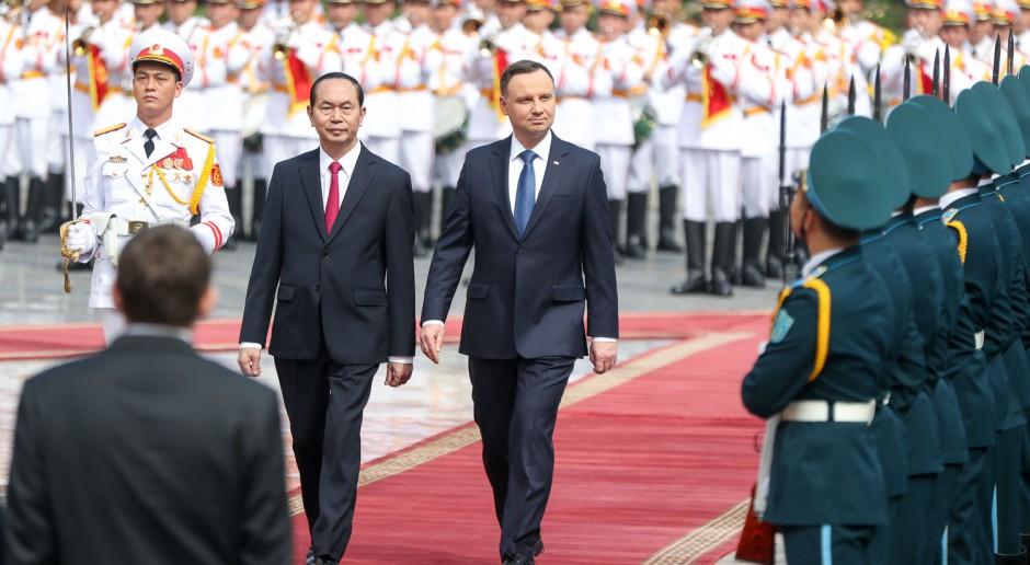 Dlaczego Andrzej Duda musiał polecieć do Wietnamu?