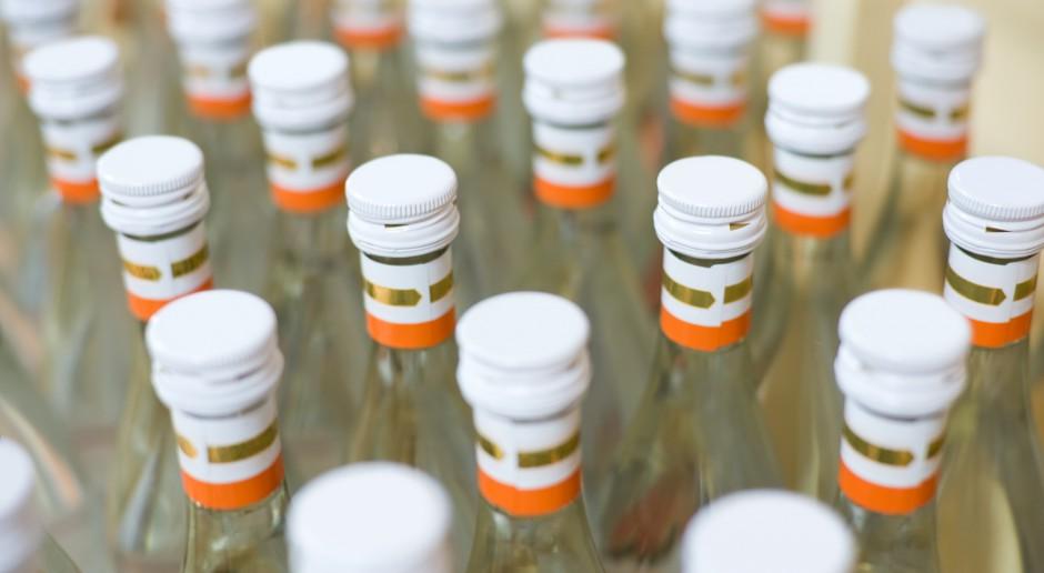 Wskutek czarnego rynku mocnego alkoholu skarb państwa traci ok. 2 mld zł