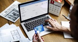 3 na 4 internautów co najmniej raz w miesiącu robi zakupy online