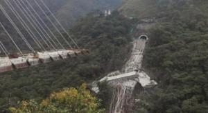 Nowo budowany most runął w przepaść. Są ofiary śmiertelne