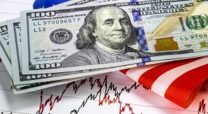 Słaby dolar miesza także na polskim rynku. Inwestorzy czekają na zwrot akcji i orędzie Donalda Trumpa