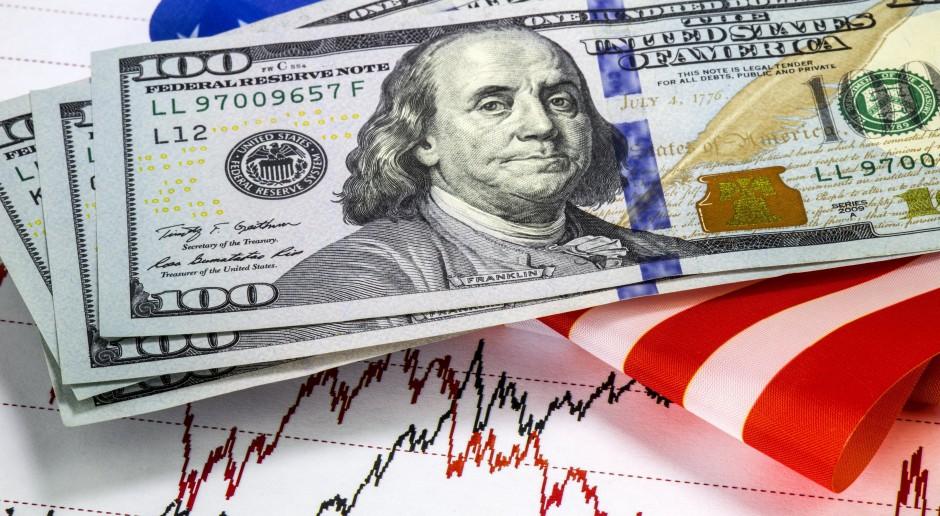 Dolar obniża loty, złoty rośnie w siłę
