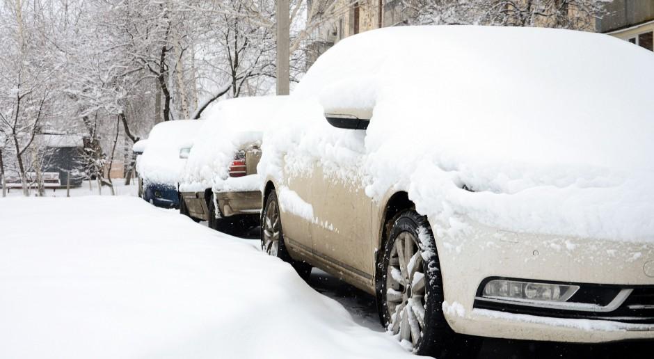 Niemcy: Śnieżyce na północy i zachodzie - zakłócenia na kolei, ponad 200 wypadków na drogach