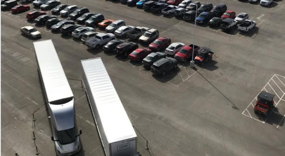 Elektryczne ciężarówki Elona Muska na drogach