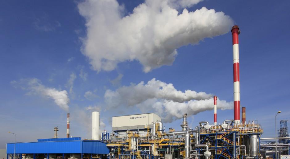 Zarząd Lotosu myśli o olejach, wodorze i cykloheksanie
