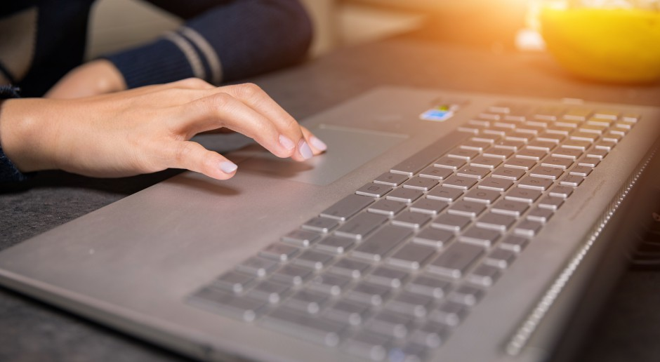 Laptopy: producenci stawiają na większą wydajność i przenośność