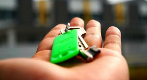 W lipcu spadek liczby i wartości udzielanych kredytów mieszkaniowych