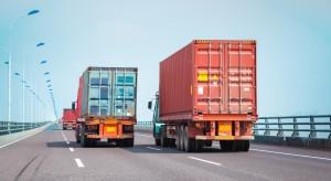 """Wyprzedzenie się ciężarówek? Ministerstwo """"analizuje problem"""". Już dwa lata"""