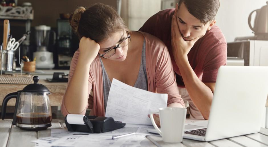 Rosną długi za domowe rachunki, choć maleje liczba dłużników