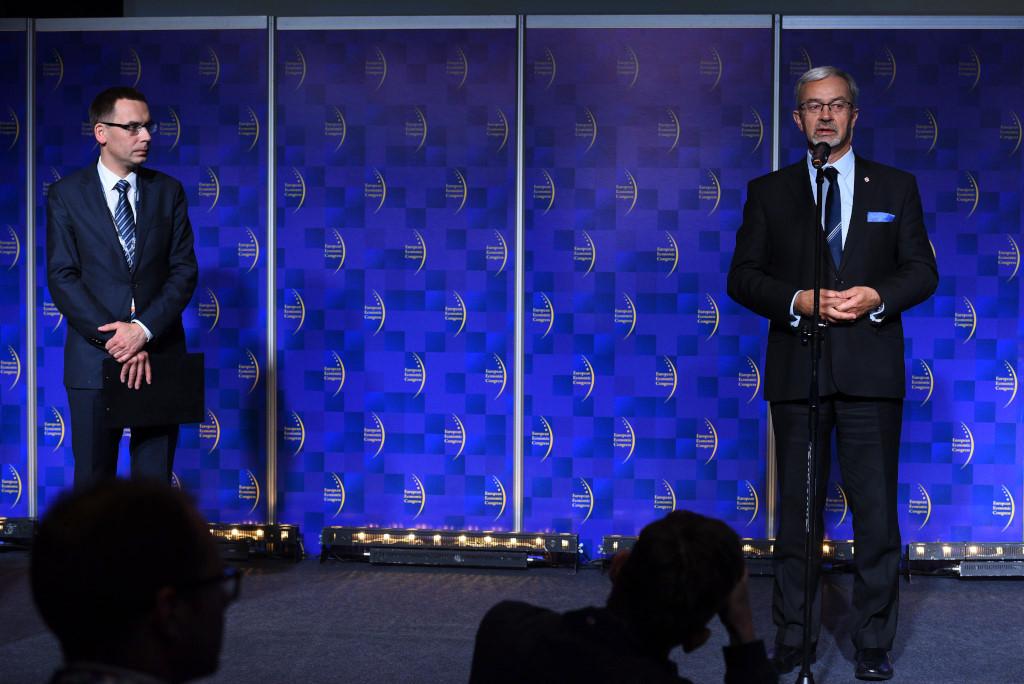 Na zdjęciu Wojciech Kuśpik, prezes Grupy PTWP i inicjator Europejskiego Kongresu Gospodarczego oraz Jerzy Kwieciński, minister inwestycji i rozwoju.