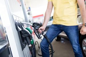 Szansa na spadki cen paliw coraz bardziej realna