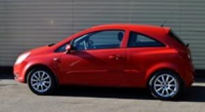 Kupowane przez Polaka używane auto ma średnio 11 lat. Zobacz przebieg i cenę