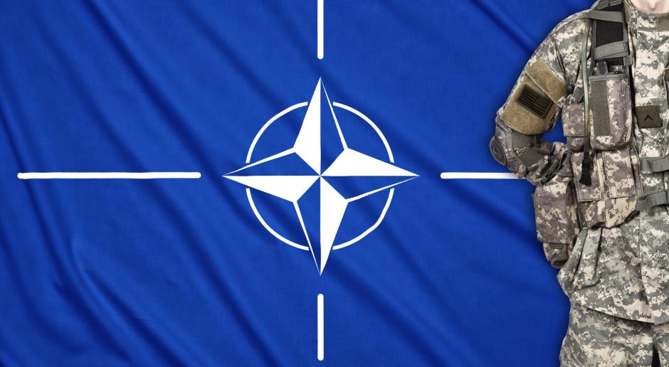 """Prezydent Francji broni słów o """"śmierci mózgu"""" NATO"""
