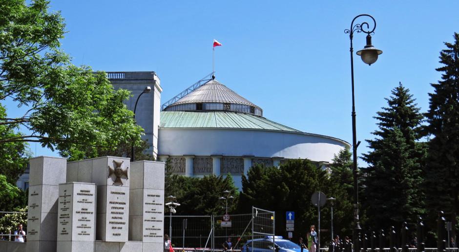 Sejm przyjął ustawę okołobudżetową