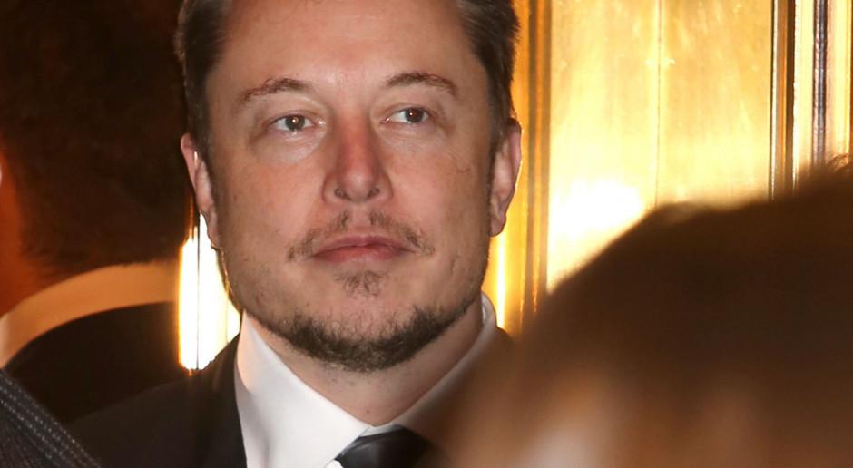 W godzinę majątek Elona Muska powiększył się o 2,3 mld dolarów