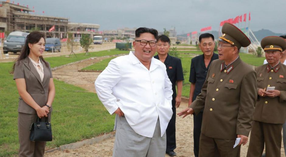 Korea Płn.: Kim pokazał nowe rakiety i zapowiedział zwiększenie siły militarnej