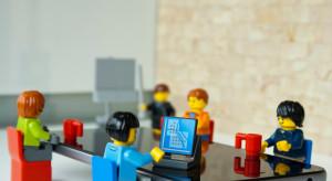 Maszyna zrobiona z klocków Lego sterowana AI sortuje klocki