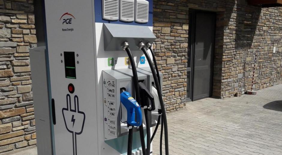 """PGE zbuduje kolejne stacje ładowania """"elektryków"""", także w uzdrowiskach"""