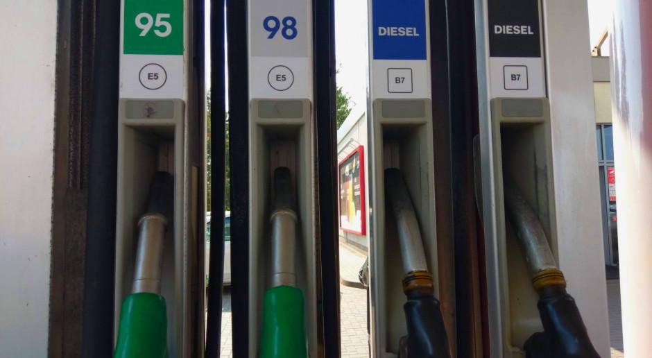 Ceny paliw dalej spadają. Wkrótce diesel poniżej 4 zł za litr