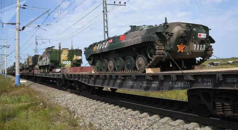 Eszelony z chińskimi żołnierzami i sprzętem wojskowym, którzy wezmą udział w ćwiczeniach wojskowych Wostok 2018. fot. sputnik.com