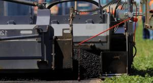 Lotos bezpłatnie przekaże asfalt na 15 odcinków nawierzchni dróg samorządowych