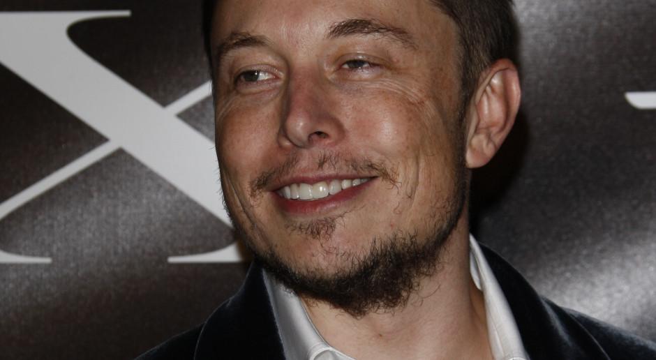 """Elon Musk zapytał o możliwość gry w """"Wiedźmina"""" w Tesli. Są wyniki ankiety"""