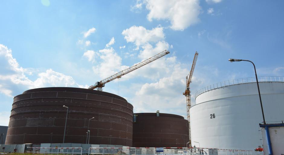 Szybkie tempo budowy zbiorników w bazie PERN w Koluszkach