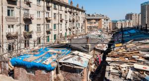 Na przebudowę slumsów wydali 200 mld dolarów w 9 miesięcy
