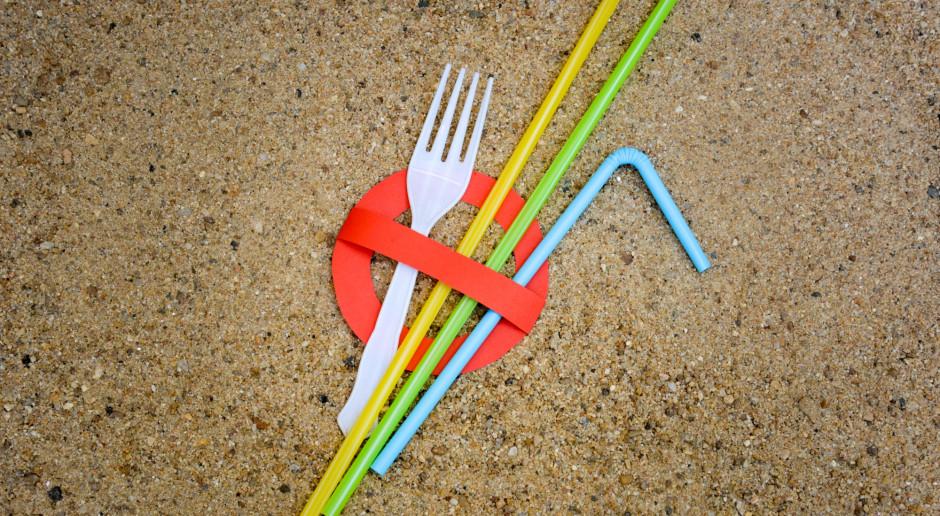 Porozumienie 17 firm organizacji na rzecz ograniczenia używanego plastiku