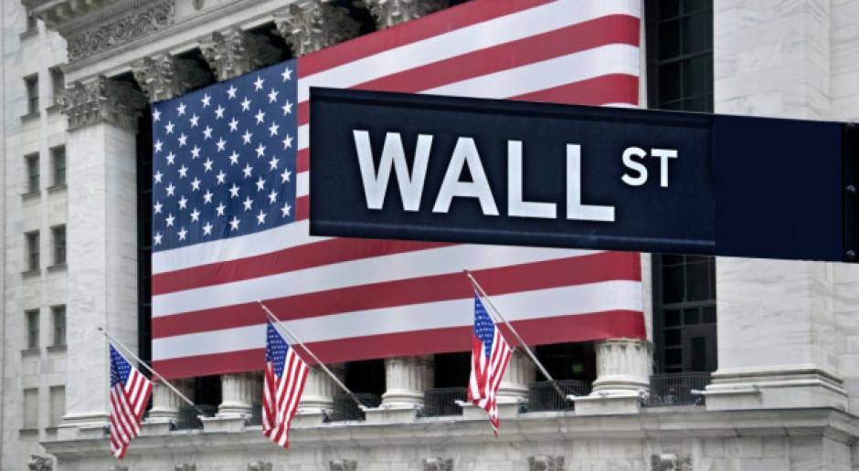 Indeksy na Wall Street odrabiały straty po ostrej przecenie