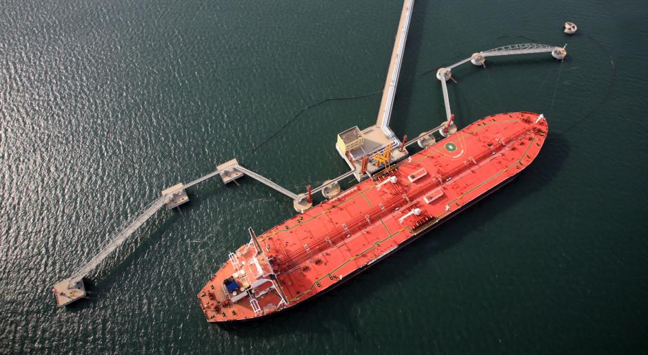 Chiny skupują tanią ropę