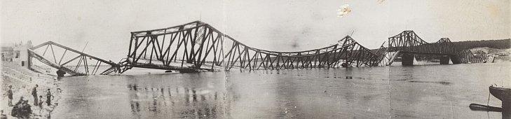 Most przez Wisłę we Włocławku po zniszczeniu w 1945 r. fot. GDDKiA