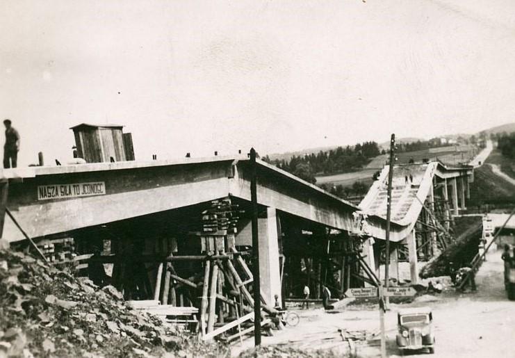 Rok 1946. Odbudowa wiaduktu na rzece Raba w miejscowości Chabówka koło Nowego Targu. Fot. GDDKiA