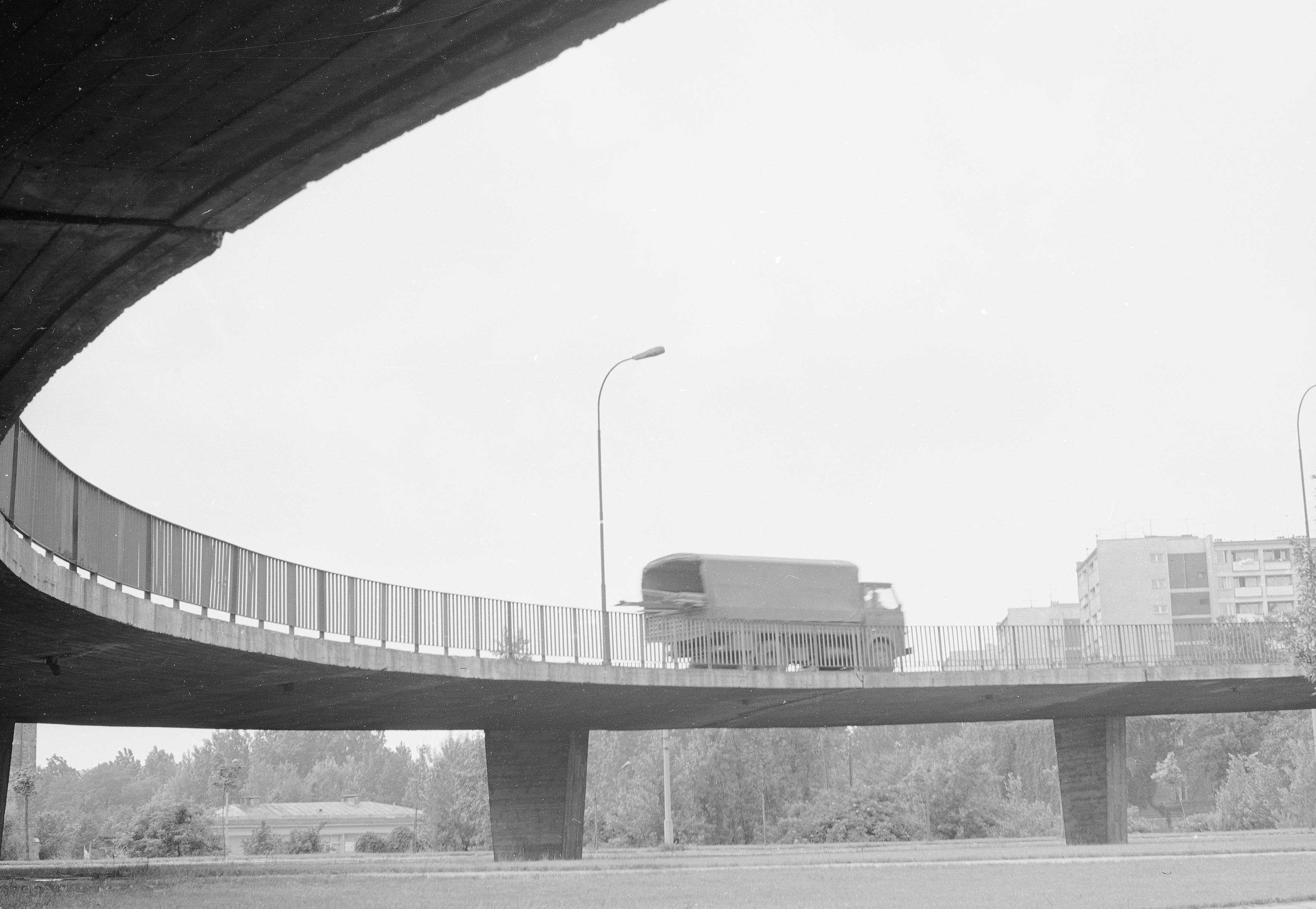 Rok. 1970. Wiadukt mostu Poniatowskiego w Warszawie. fot. Narodowe Archiwum Cyfrowe