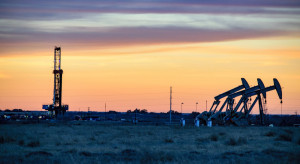 Będą wydobywać mniej ropy natfowej