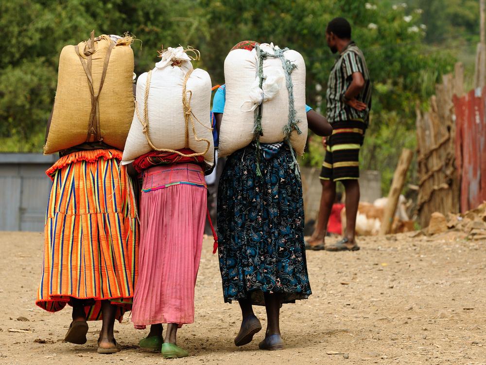 Afrykańskie granice dla drobnych handlowców, zwłaszcza kobiet, są nieprzyjazne i często niebezpieczne (fot. Shutterstock)