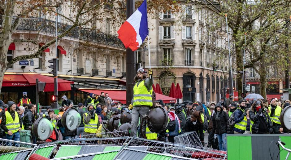 """W całej Francji w marszach """"żółtych kamizelek"""" wzięło udział 46,6 tys. osób"""
