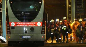 Akcja w Karwinie: ratownicy stawiają tamy, by ugasić pożar