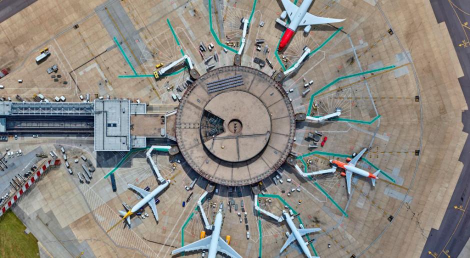 Przez drony 120 tysięcy pasażerów miało odwołany lot. Fot. gatwickairport.com