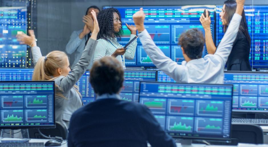 Fed uspokoił inwestorów. Indeksy na nowojorskich giełdach lekko w górę